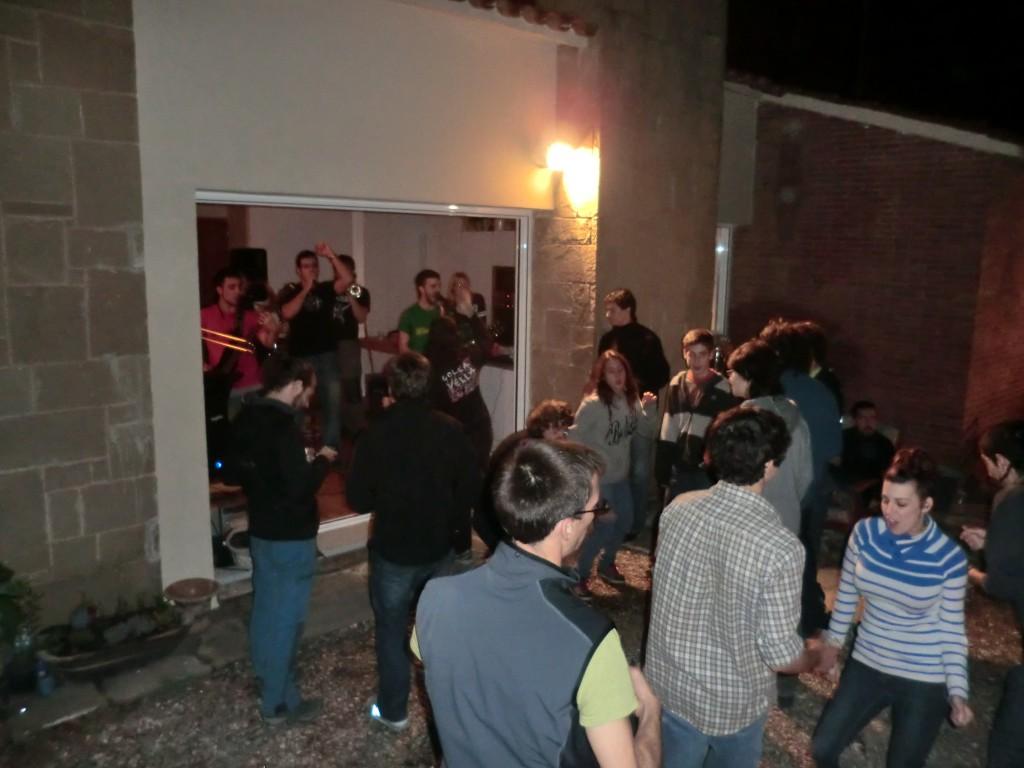Concert d'Eskassa Llibertat al menjador de la casa del Frank.