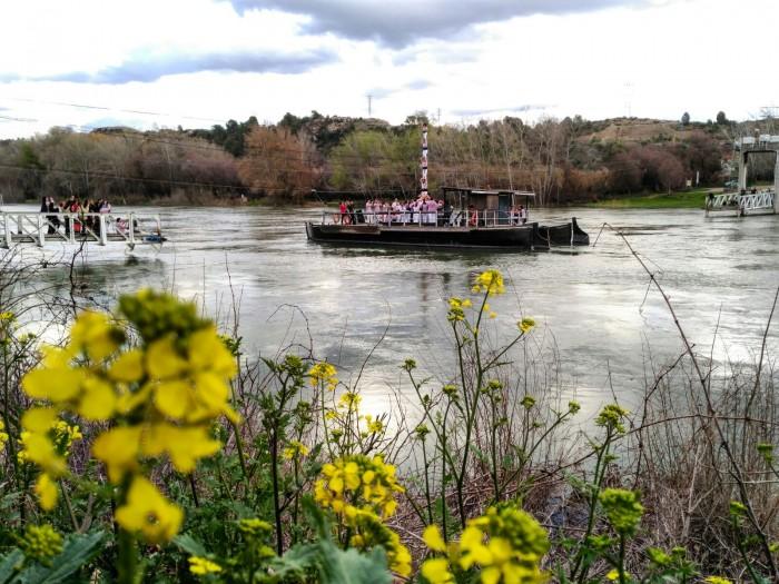 Pilar de 5 sobre la barca que travessa el riu Ebre. Fotografia de Mercè Ramis.